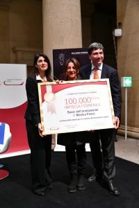 La Sindaca Virginia Raggi e il Presidente Lorenzo Tagliavanti premiamìno la 100.000 impresa femminile iscritta alla CCIAA di Roma